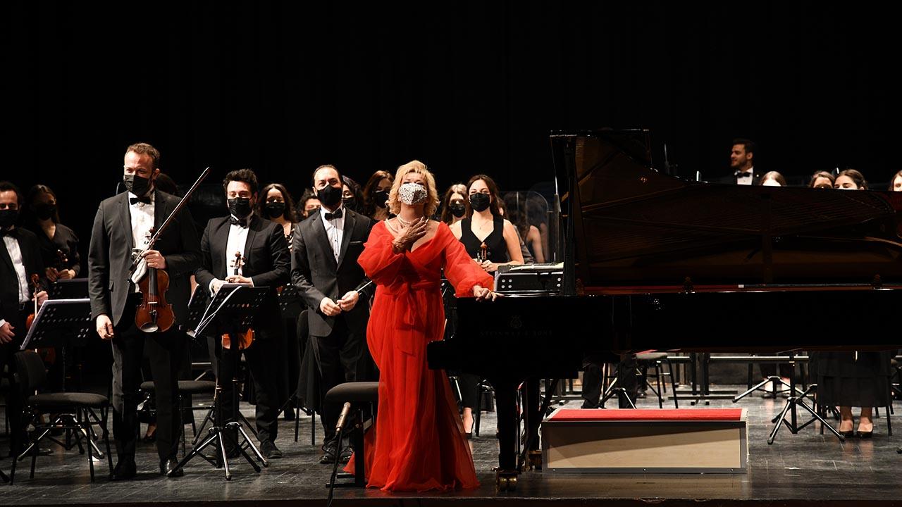 Kadıköy Belediyesi Pandemi Orkestrası, Süreyya Operası'nda şef İbrahim Yazıcı ve piyanist Gülsin Onay'la sahne aldı