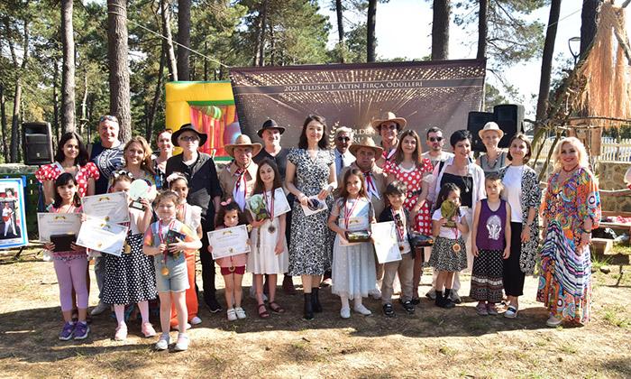 Toprak Okulu'ndan sıra dışı ödül töreni