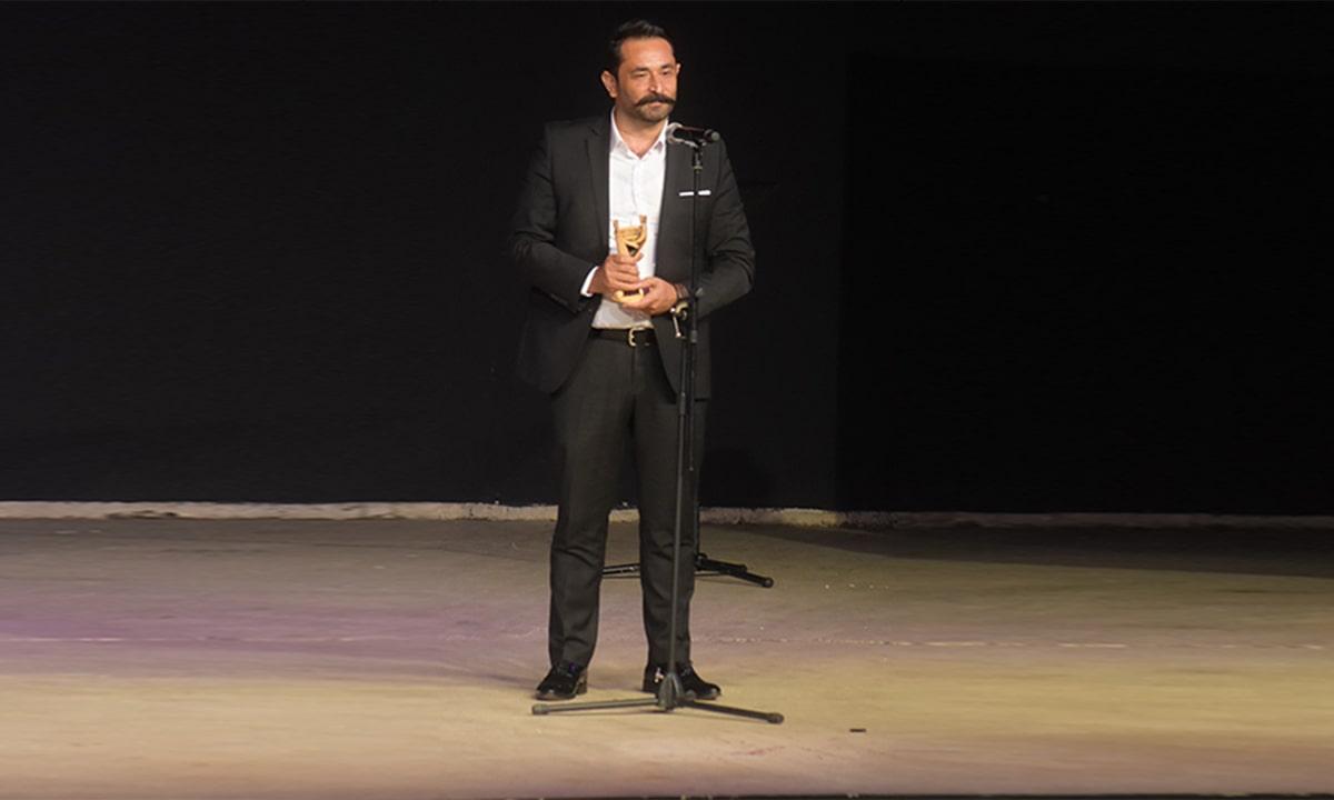 Serkan Aydın başarısını aldığı ödülle perçinledi